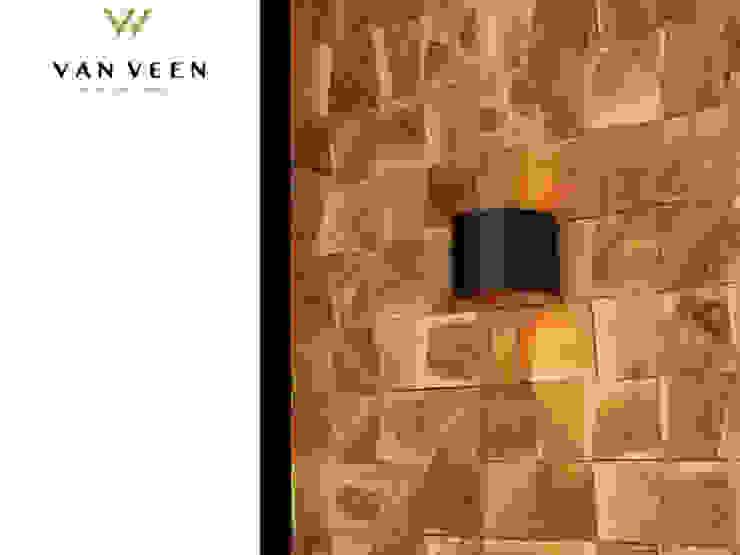 HARDHOUTEN WANDPANEEL Moderne woonkamers van VAN VEEN INTERIOR DESIGN Modern Hout Hout
