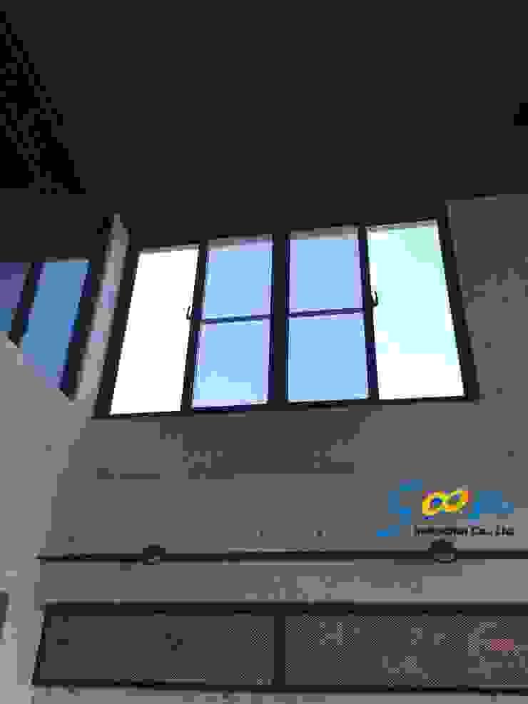 但窗戶位於一般成人無法碰觸到的高度 根據 Soon Industrial Co., Ltd. 現代風 金屬