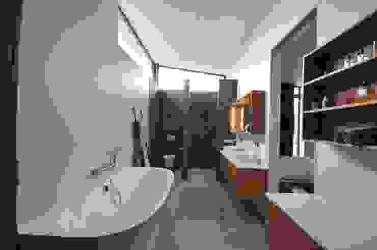 Villa Rotterdam Moderne badkamers van Bongers Architecten Modern