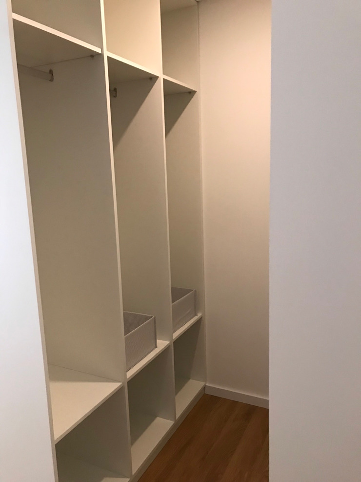Drevo - Wood Solutions Lda Dressing roomWardrobes & drawers