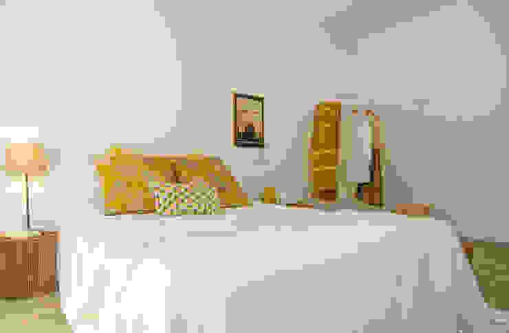 Modern style bedroom by Boite Maison Modern