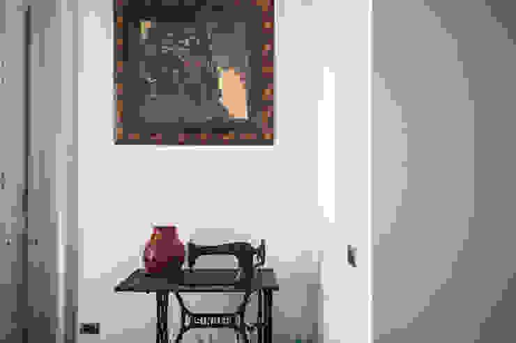 CASA M+V formatoa3 Studio Soggiorno in stile industriale