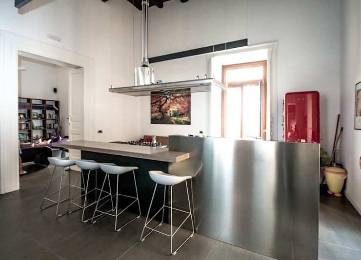 CASA M+V Cucina in stile industriale di formatoa3 Studio Industrial