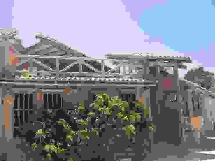 LEVANTAMIENTO DE PLANOS A CASA EN LOS ROQUES Casas de estilo tropical de DIBUPROY F.P. Tropical