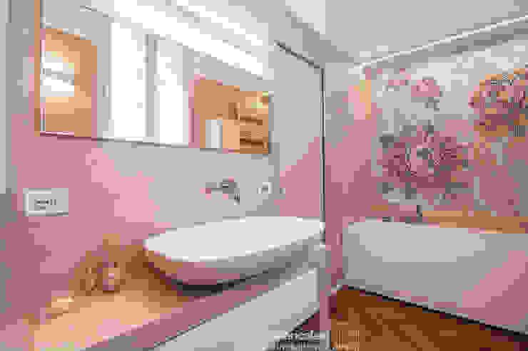 現代浴室設計點子、靈感&圖片 根據 Rachele Biancalani Studio 現代風