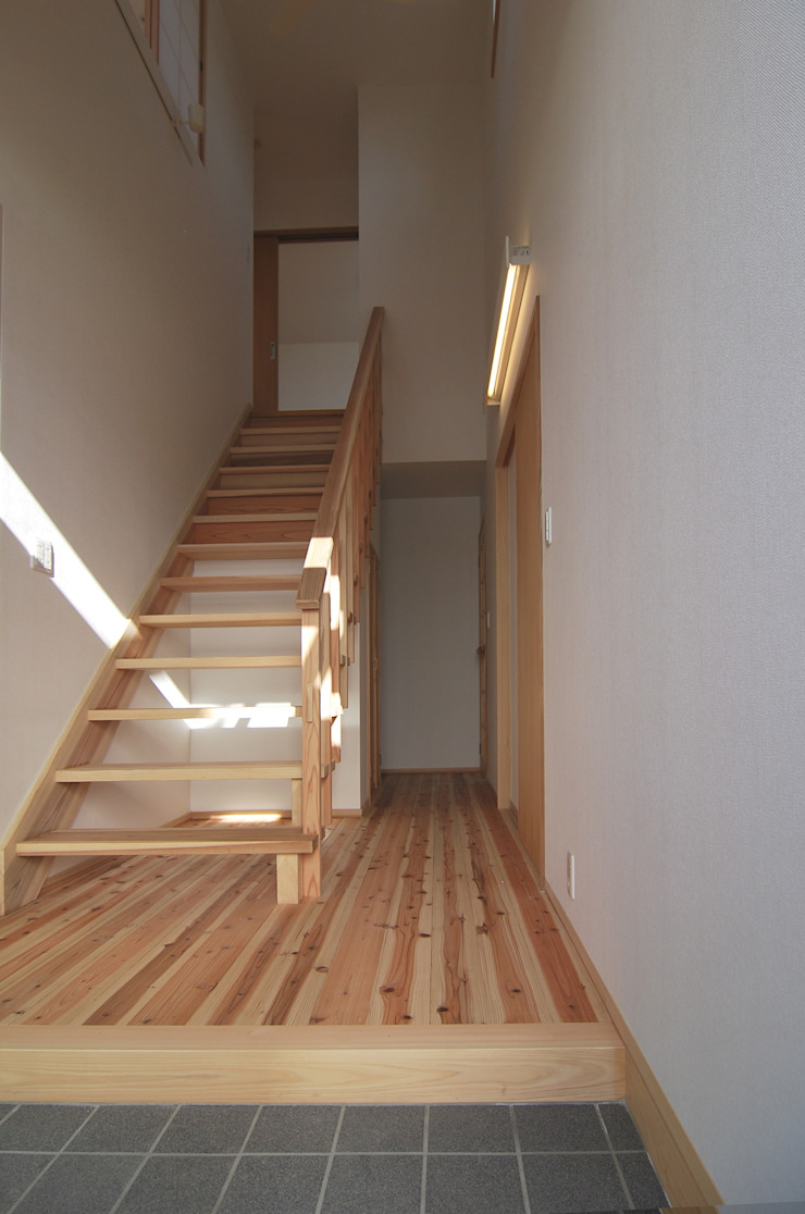 minimalist  by 原 空間工作所 HARA Urban Space Factory, Minimalist Solid Wood Multicolored
