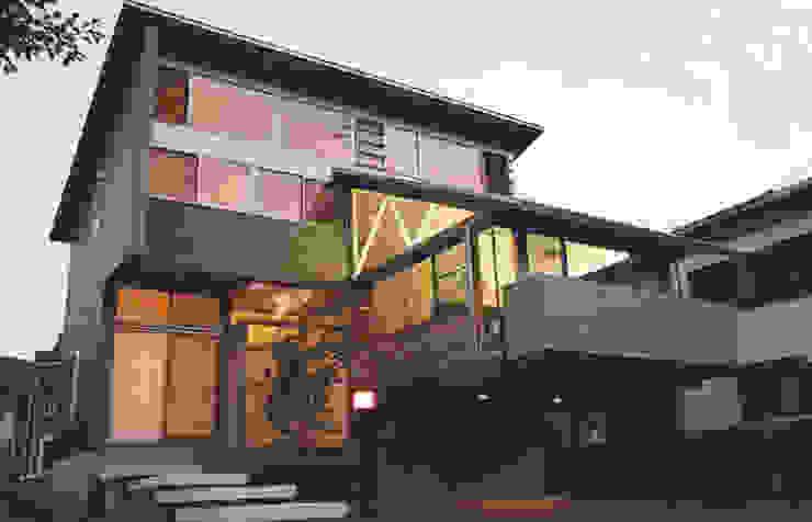 Casas estilo moderno: ideas, arquitectura e imágenes de 原 空間工作所 HARA Urban Space Factory Moderno Madera Acabado en madera
