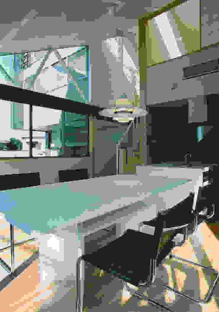 Comedores de estilo moderno de 原 空間工作所 HARA Urban Space Factory Moderno Madera maciza Multicolor