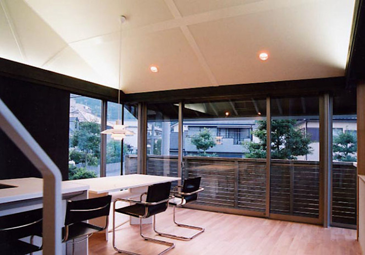 Livings de estilo moderno de 原 空間工作所 HARA Urban Space Factory Moderno Madera maciza Multicolor