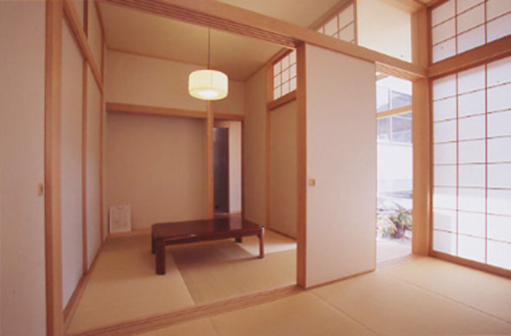 Salas multimedia de estilo moderno de 原 空間工作所 HARA Urban Space Factory Moderno Madera maciza Multicolor