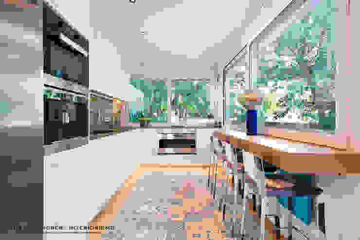 Lyte Iluminacion Modern kitchen White