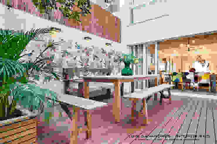 Lyte Iluminacion Rustic style balcony, veranda & terrace