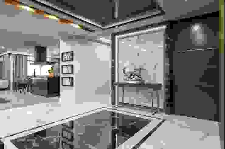 Modern Corridor, Hallway and Staircase by VERO CONCEPT MİMARLIK Modern