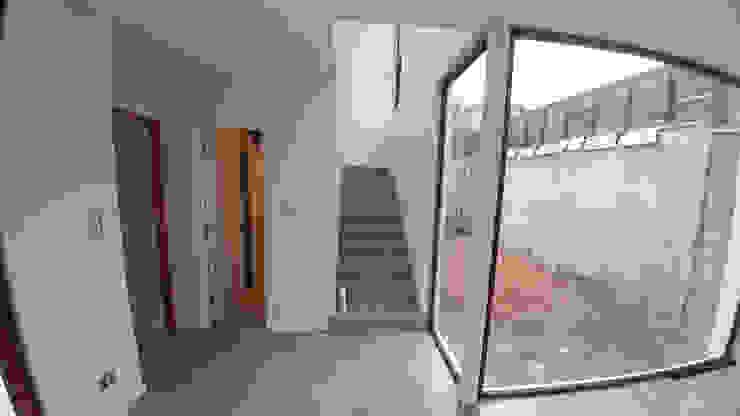 Casa Lomas De Montemar: Escaleras de estilo  por Lau Arquitectos, Moderno