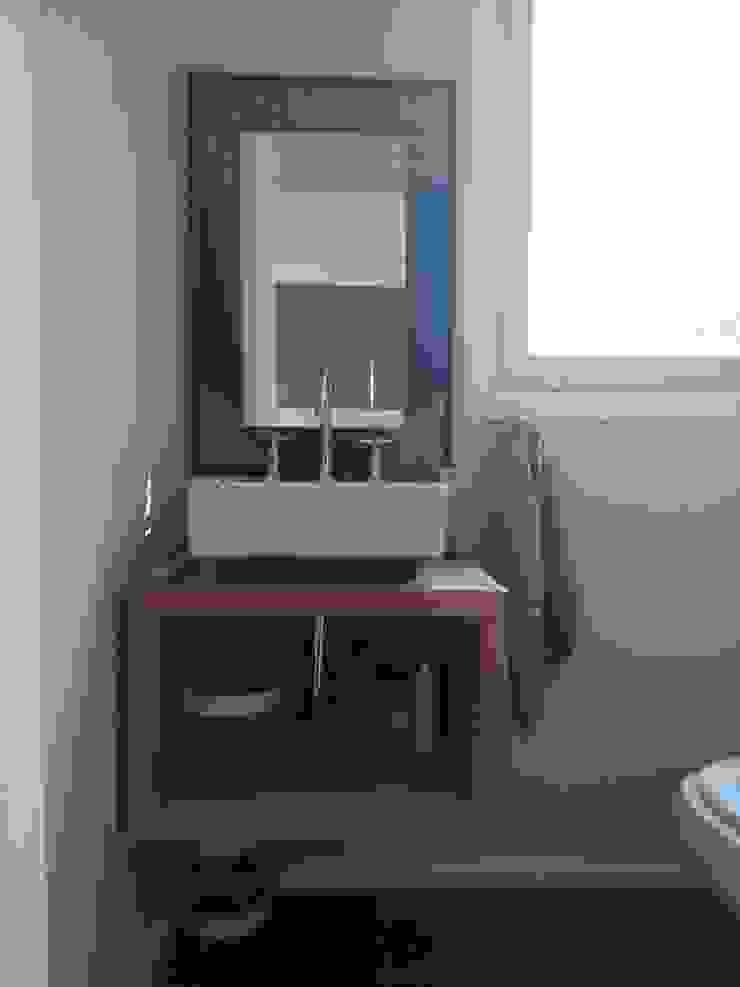 Toilette en recepción Baños modernos de 2424 ARQUITECTURA Moderno Madera Acabado en madera