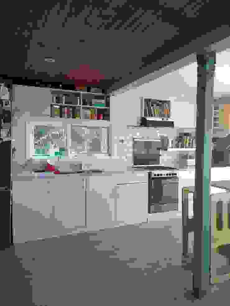 Cocina de 2424 ARQUITECTURA Moderno Madera Acabado en madera
