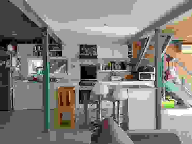 Isla de cocina de 2424 ARQUITECTURA Moderno Madera Acabado en madera