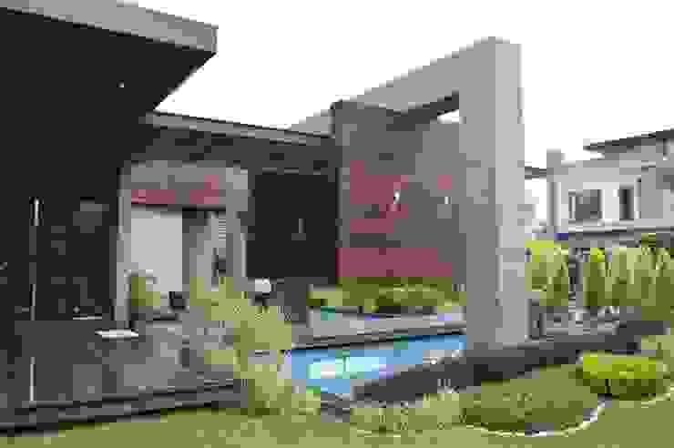 Interior:  Garden by Planet Design and associate,Asian