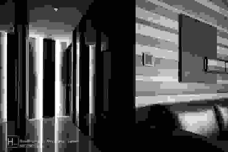 Living room / 客 廳 现代客厅設計點子、靈感 & 圖片 根據 SECONDstudio 現代風 實木 Multicolored