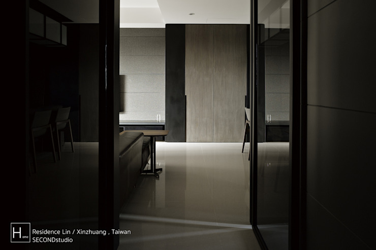 Living room / 客 廳 現代風玄關、走廊與階梯 根據 SECONDstudio 現代風 實木 Multicolored