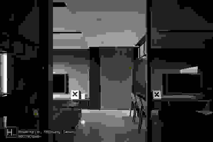 Study room/ 書 房 现代客厅設計點子、靈感 & 圖片 根據 SECONDstudio 現代風 實木 Multicolored