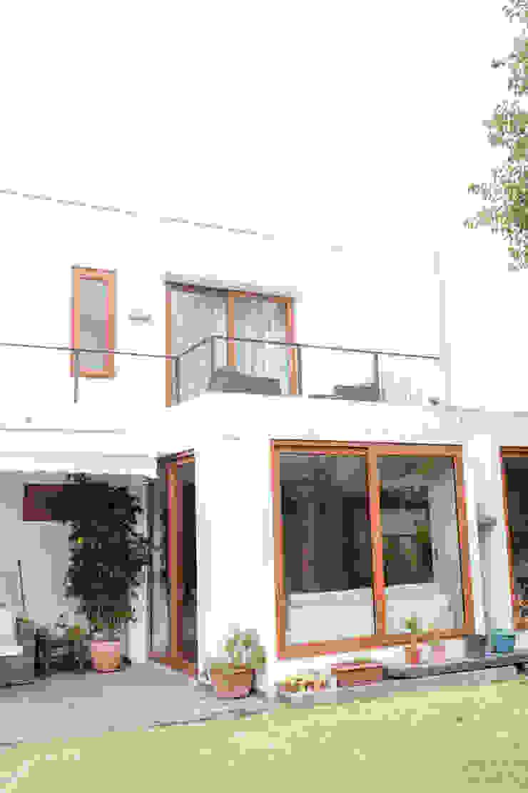 Remodelación de Casa Islas Fidji por Arqbau Balcones y terrazas mediterráneos de Arqbau Ltda. Mediterráneo