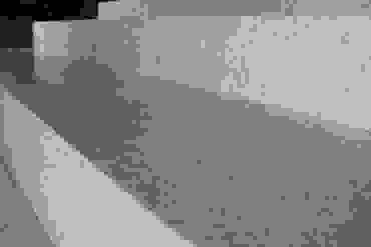PROYECTO PISO CASA RIO MADEIRA: modern  by YACARE MARMOLES, Modern Marble