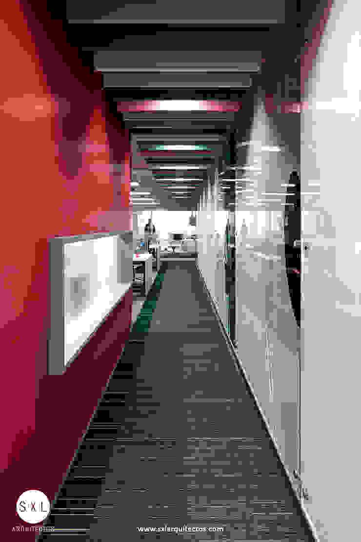 Ruang Studi/Kantor Modern Oleh SXL ARQUITECTOS Modern Chipboard