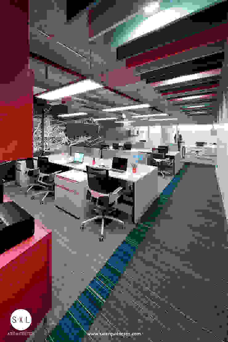 Ruang Studi/Kantor Modern Oleh SXL ARQUITECTOS Modern Kaca