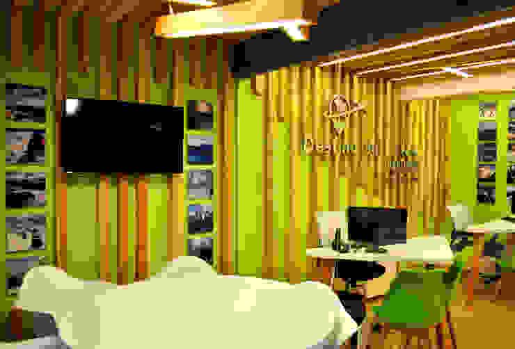 Moderne Bürogebäude von Triad Group Modern Holz Holznachbildung
