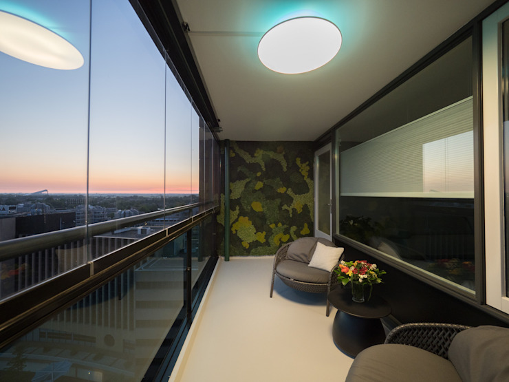 Balkon, Beranda & Teras Modern Oleh Motion Gietvloeren Modern Plastik