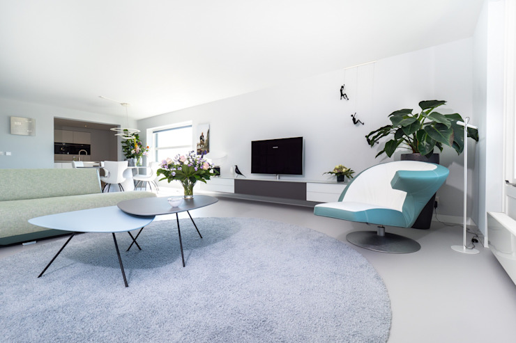 Ruang Keluarga Modern Oleh Motion Gietvloeren Modern Plastik
