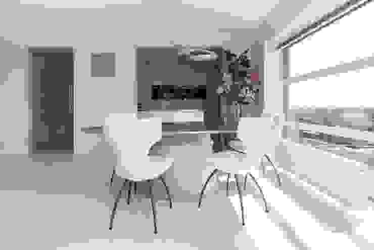 Ruang Makan Modern Oleh Motion Gietvloeren Modern Plastik