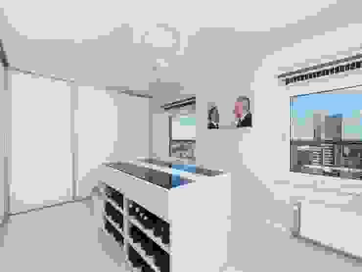 Ruang Ganti Modern Oleh Motion Gietvloeren Modern Plastik