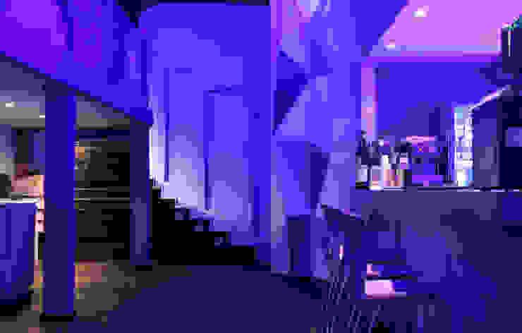 Moderne Bars & Clubs von Triad Group Modern Metall