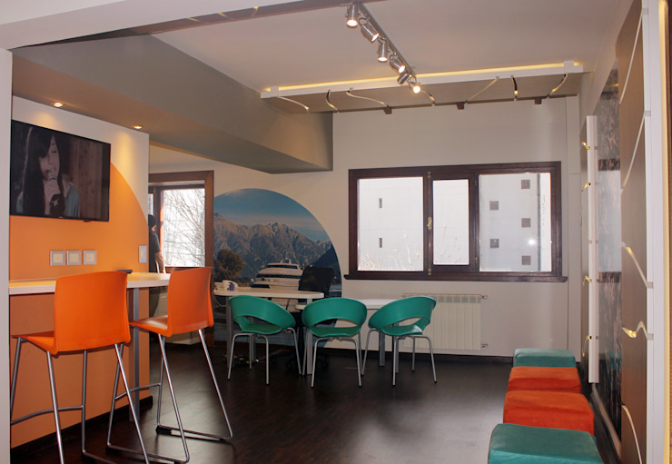Moderne Arbeitszimmer von Triad Group Modern Holz Holznachbildung
