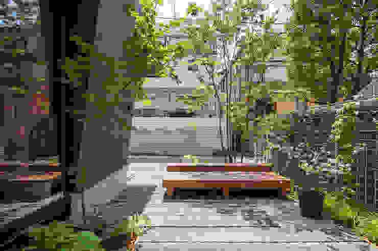 府中の家: 前田篤伸建築都市設計事務所が手掛けた庭です。,モダン