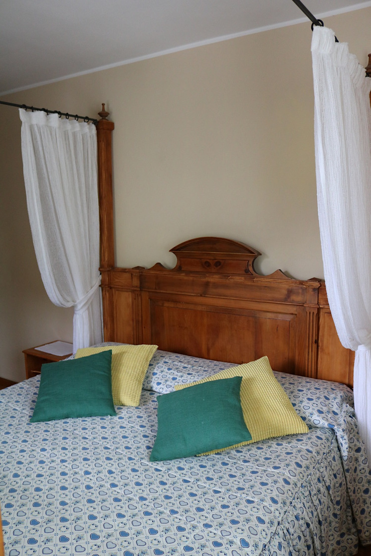 L'Antica s.a.s. Classic style bedroom Wood