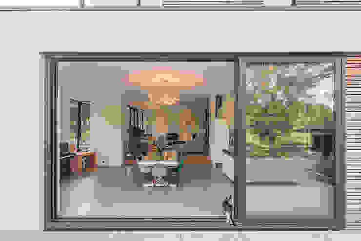 Comedores de estilo moderno de Richèl Lubbers Architecten Moderno