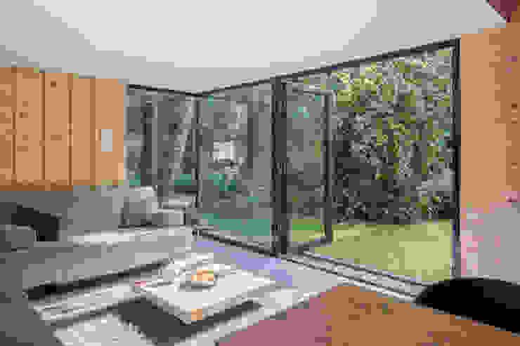 Tuinhuis atelier:  Serre door Richèl Lubbers Architecten, Modern