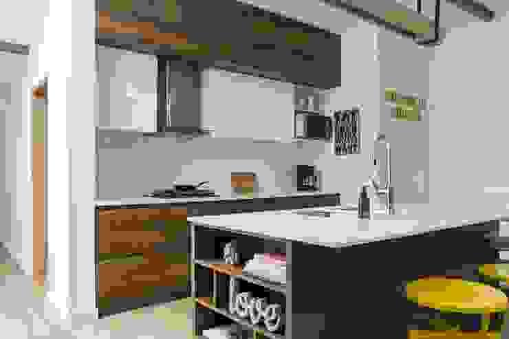 Adrede Diseño Modern Kitchen Wood Black