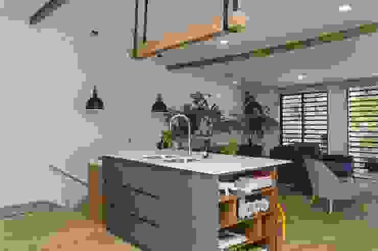 Adrede Diseño Modern Kitchen Wood