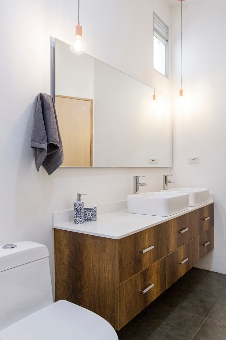 Adrede Diseño Modern Bathroom Chipboard White
