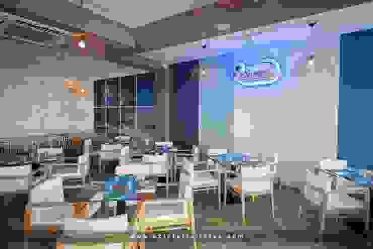 C2INTERIORISTAS Bar & Club in stile mediterraneo Bianco