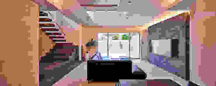 八幡の家 モダンデザインの リビング の 梶浦博昭環境建築設計事務所 モダン