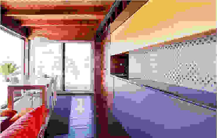 Gemmalo arquitectura interior Built-in kitchens Wood Yellow
