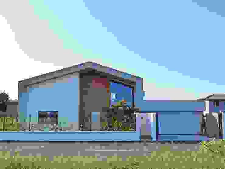 Villa in legno moderna a Lazzate (Monza Brianza) di Marlegno Moderno Legno Effetto legno