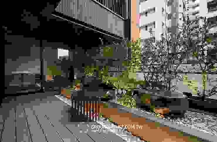 後院 Asian style balcony, veranda & terrace by 大地工房景觀公司 Asian