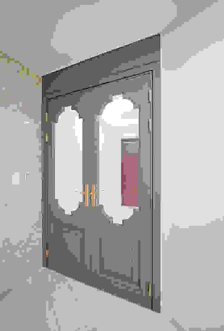 주방을 포인트로 만든 청라린스트라우스 에클레틱 복도, 현관 & 계단 by 디자인 아버 에클레틱 (Eclectic)