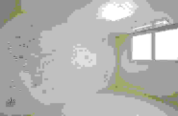 주방을 포인트로 만든 청라린스트라우스 에클레틱 미디어 룸 by 디자인 아버 에클레틱 (Eclectic)